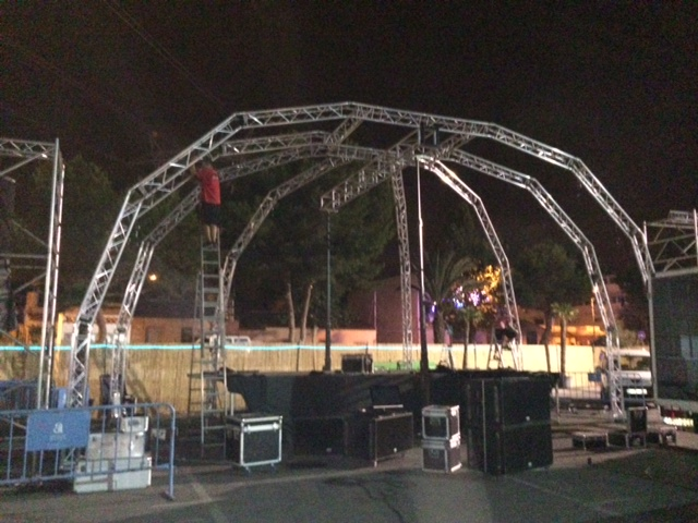 Spider structure with truss